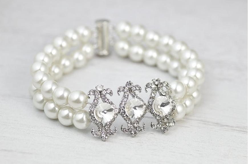 Picture of Vintage weddings bridal pearls bracelet